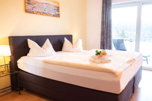 Schlafzimmer mit Blick in den Thüringer Wald