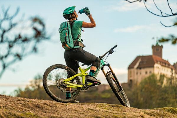 Radfahrer Pause Blick Wartburg