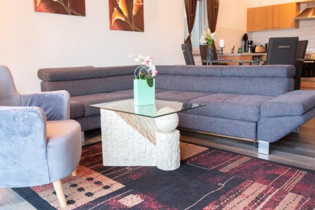 Wohnungzimmer mit Loungebereich